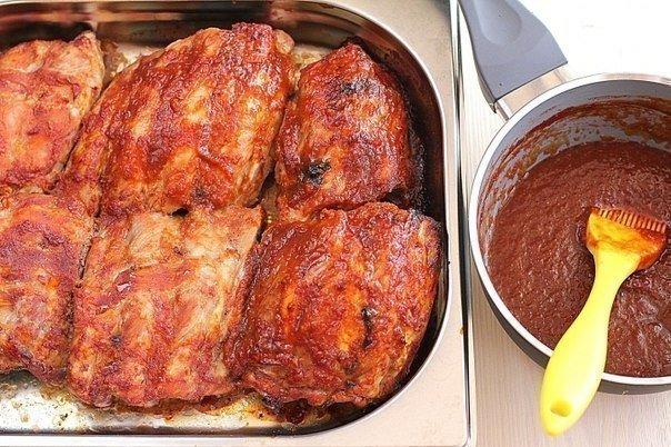 Запеченные свиные ребрышки рецепт фото