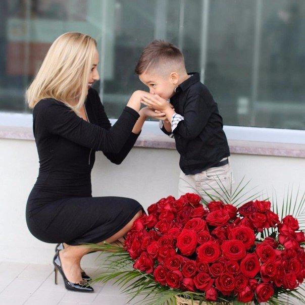 Хороших, картинки цветы женщинам подарившим жизнь сыновьям
