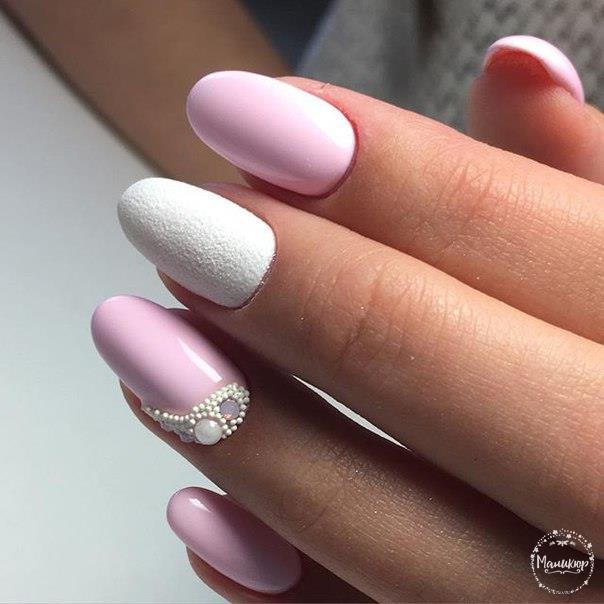 Дизайн ногтей с серым песком