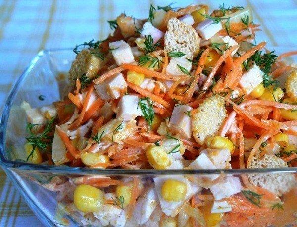 Салат с корейской морковкой куриной грудкой и сухариками рецепт с
