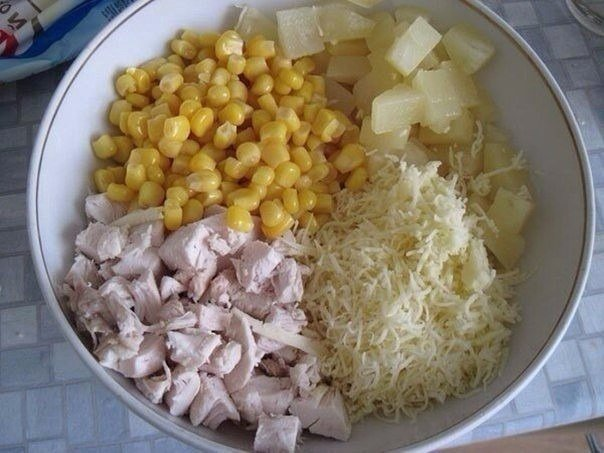 Салат с ананасом и курицей ккал