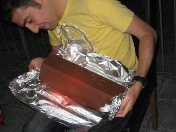 """Необычный подарок для друга - гигантский KitKatФанаты КитКата сделали... """" Женский журнал Магазина Распродаж. Мода. Макияж. Ман"""