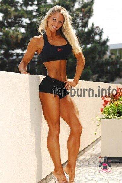 Chesty bodybuilder babe Ashton Blake posing naked in high heels № 1041857 бесплатно